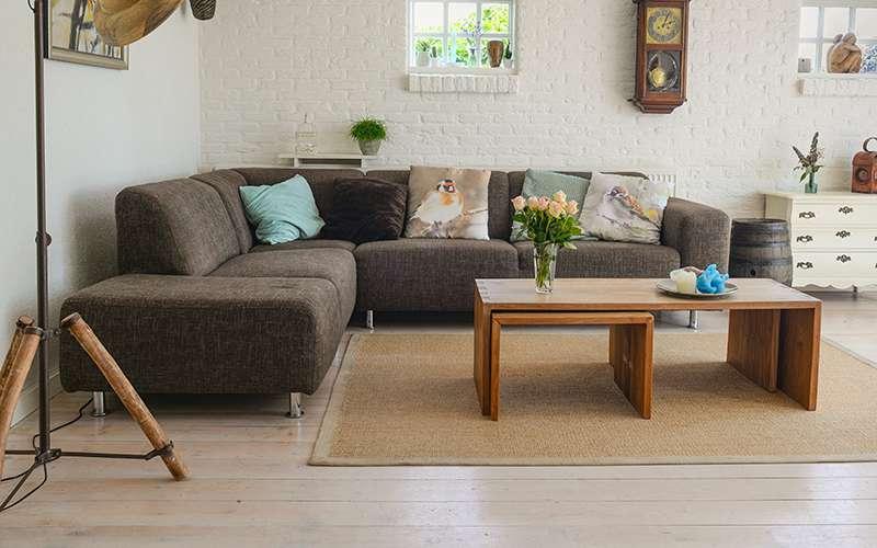 Tvätta soffa med textilvårdsmaskin